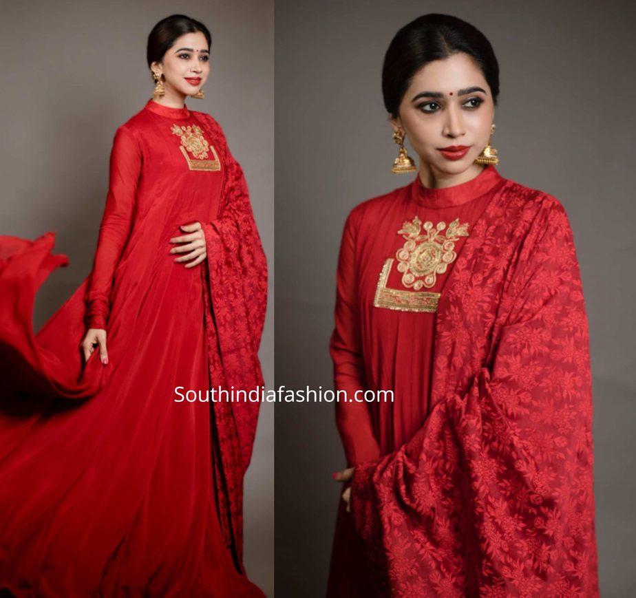 aarti ravi in red anarkali suit by masaba (1)