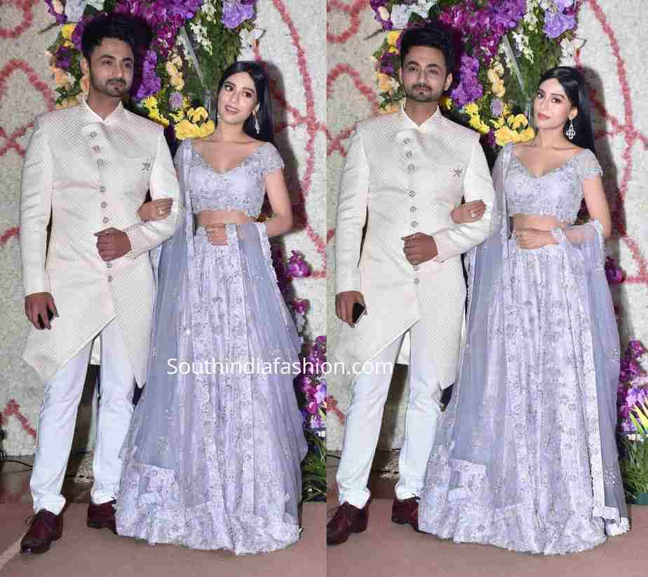 amrita rao with husband at a wedding reception (1)