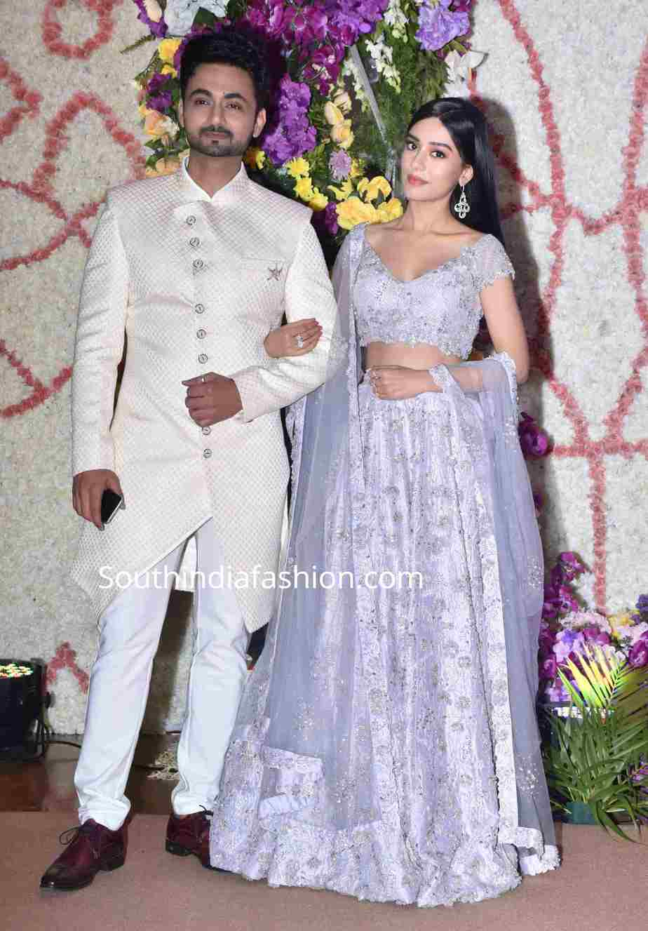 amrita rao with husband at a wedding reception (2)