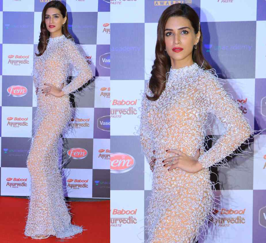 kriti sanon gown at star screen awards 2019