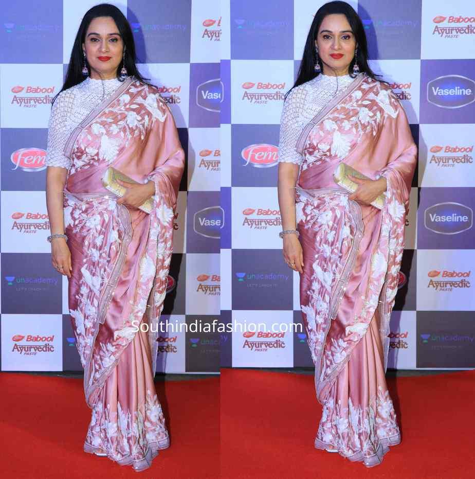 padmini kolhapure saree at star screen awards 2019 (1)