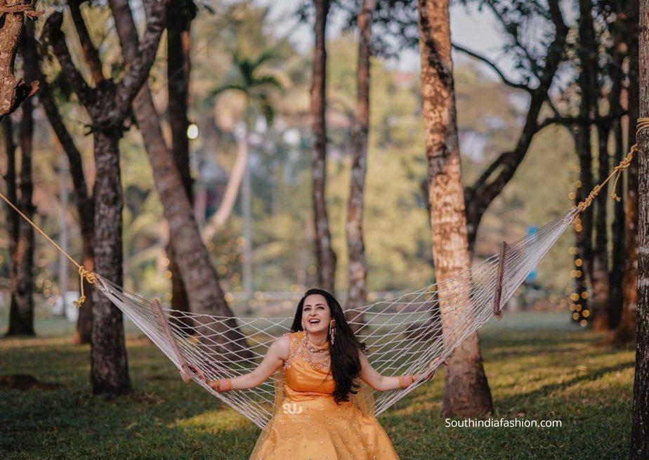 actress bhama mehendi function yellow lehenga (1)