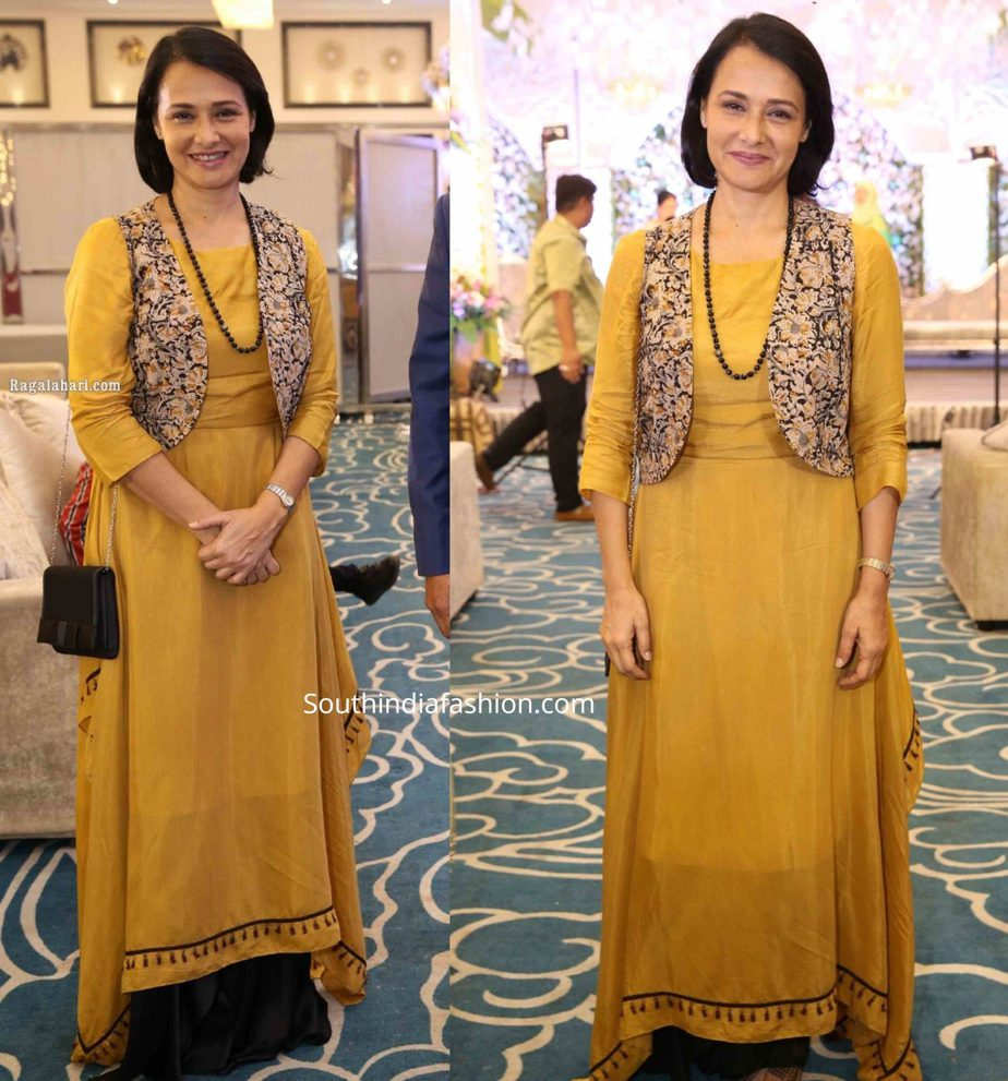 amala akkineni in a yellow kurta set at syed wajid ali engagement (1)