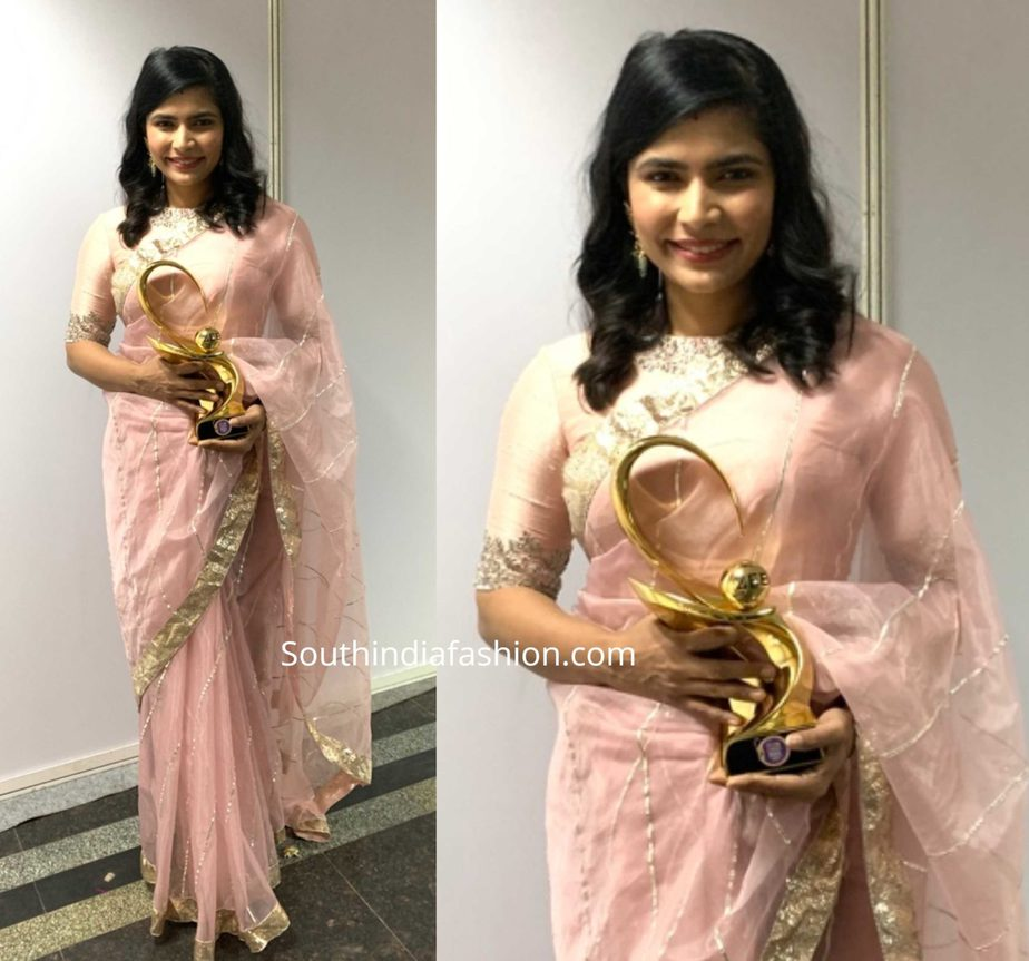 chinmayi in geethika kanumilli saree at zee cine awards