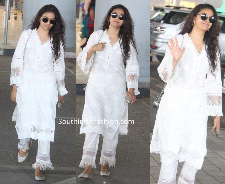 keerthy suresh white kurta set at airport no makeup (1)