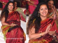renu desai in maroon saree at chusi chudanganey movie pre release event