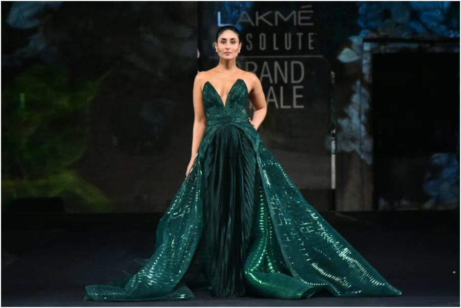 Kareena Kapoor Showstopper Lakme Fashion Week