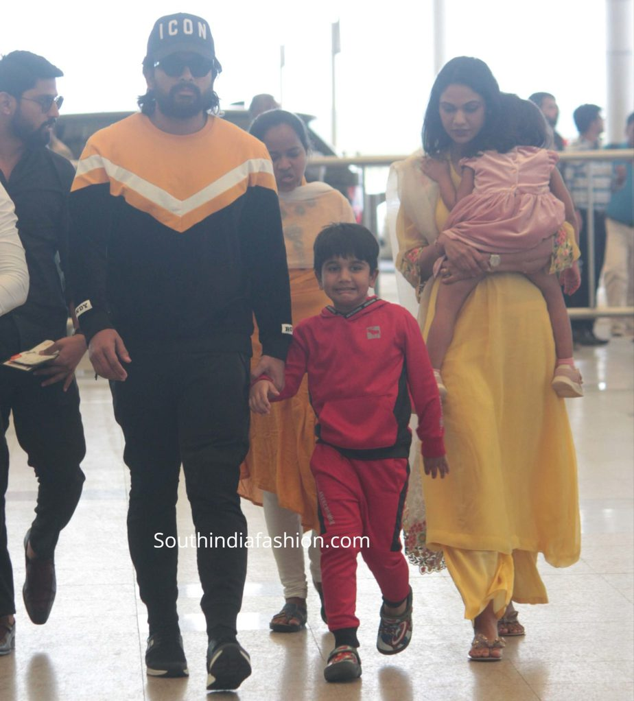 allu arjun family snapped at airport (3)