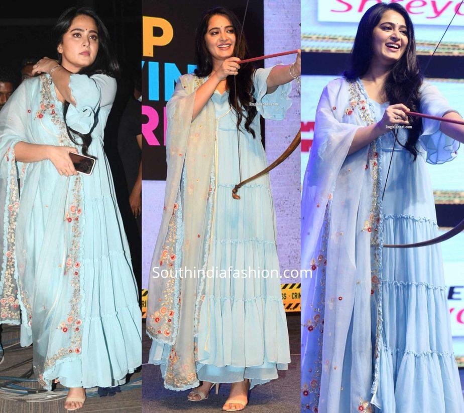 anushka shetty in blue anarkali at hit movie pre release function (3)
