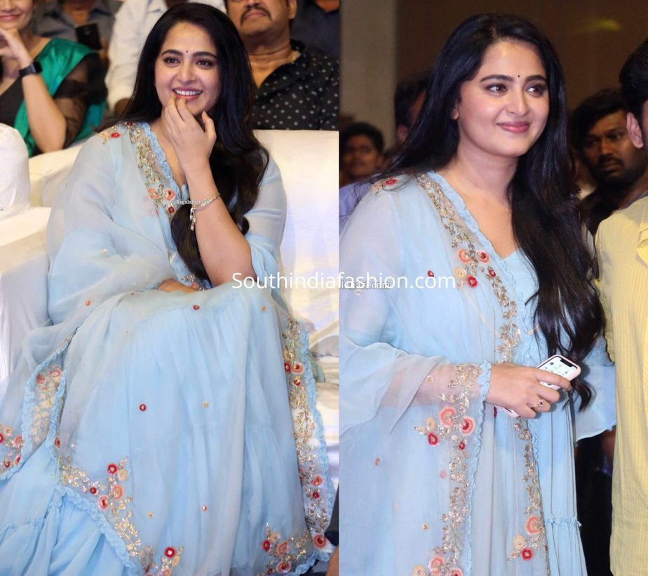 anushka shetty in blue anarkali at hit movie pre release function (3)