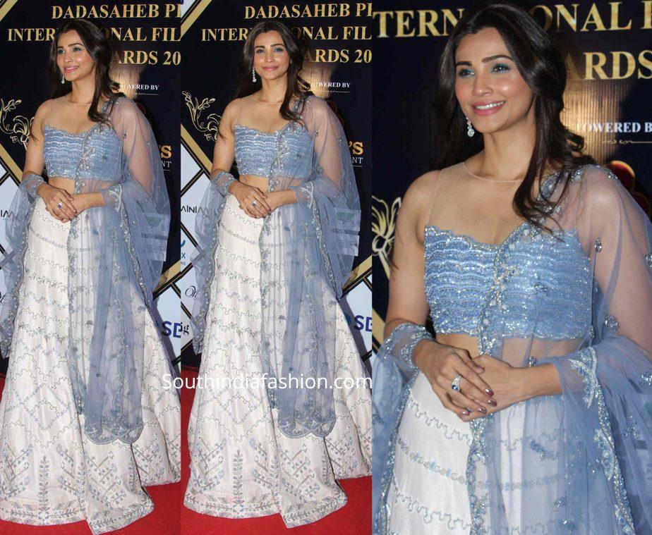 daisy shah in blue lehenga at dadasaheb phalke awards