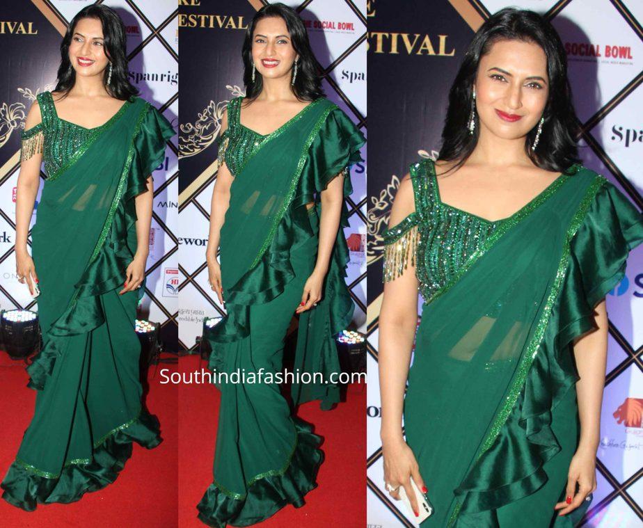 divyanka tripathi in green ruffle saree at dadasaheb phalke awards