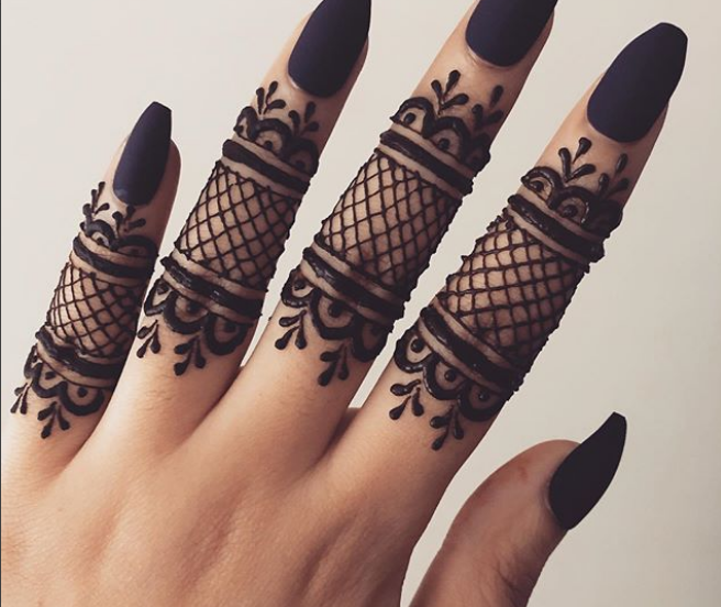 mehndi finger design front