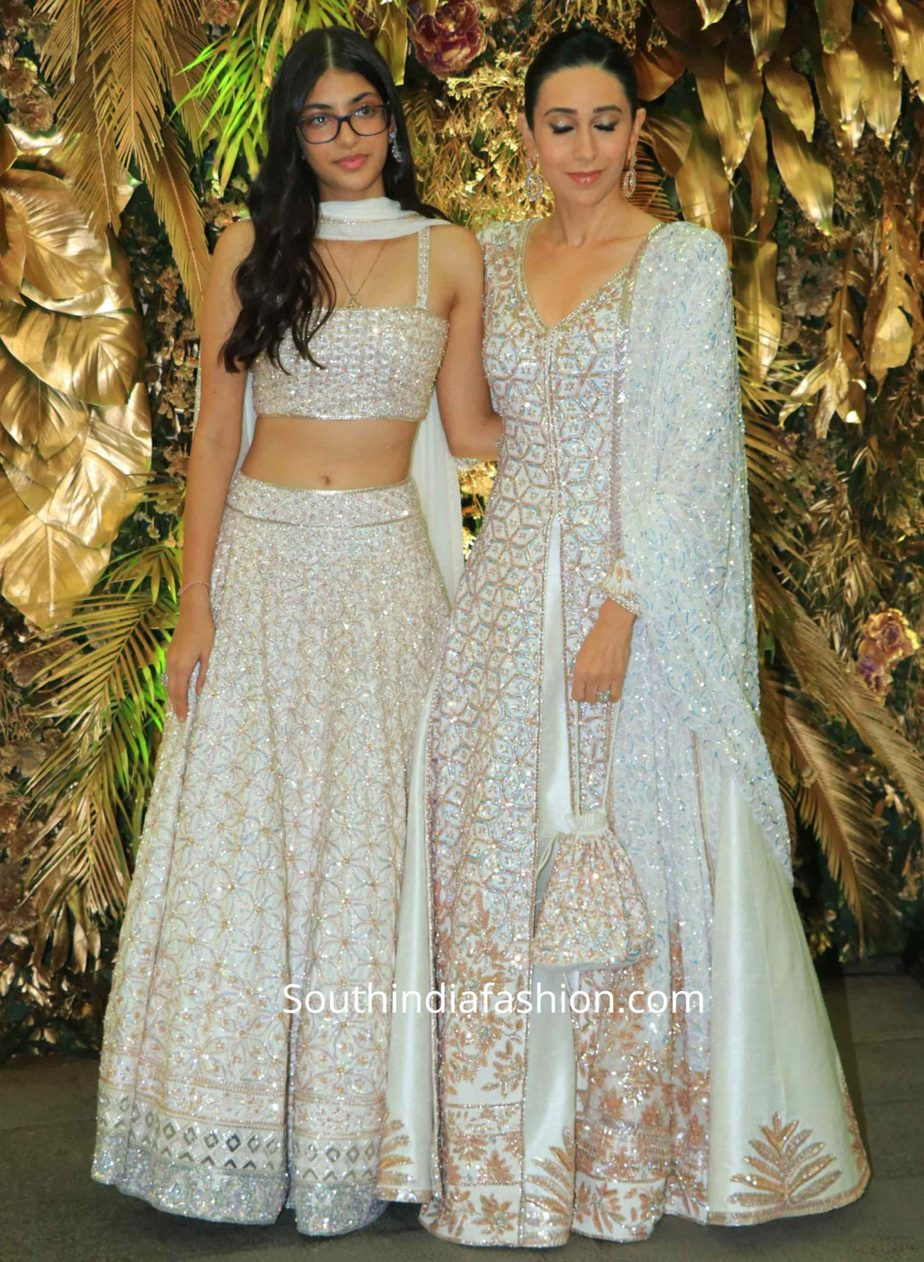 karisma kapoor and her daughter samiera in manish malhotra lehengas at armaan jain wedding reception (1)