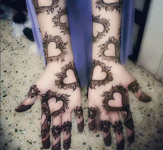 heart mehndi design for palm