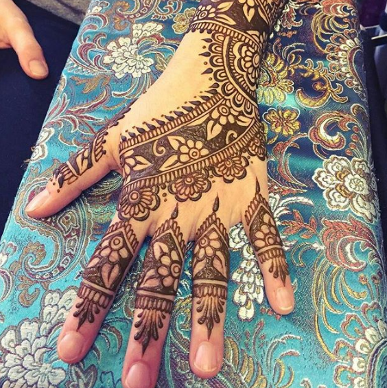 easy one side mehndi design