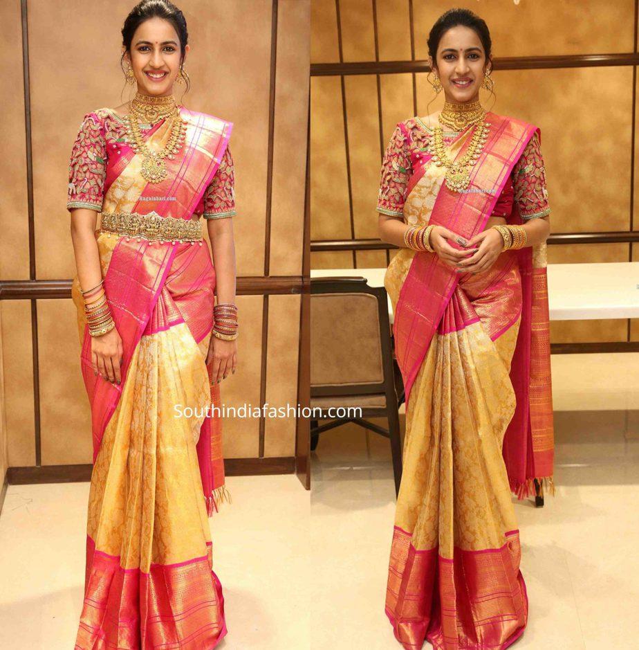niharika konidela in gold pattu saree at manepally silver items launch (3)
