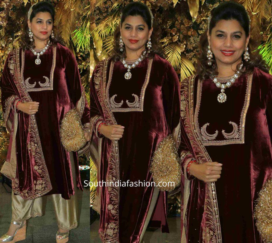 pinky reddy in velvet kurta set at armaan jain wedding