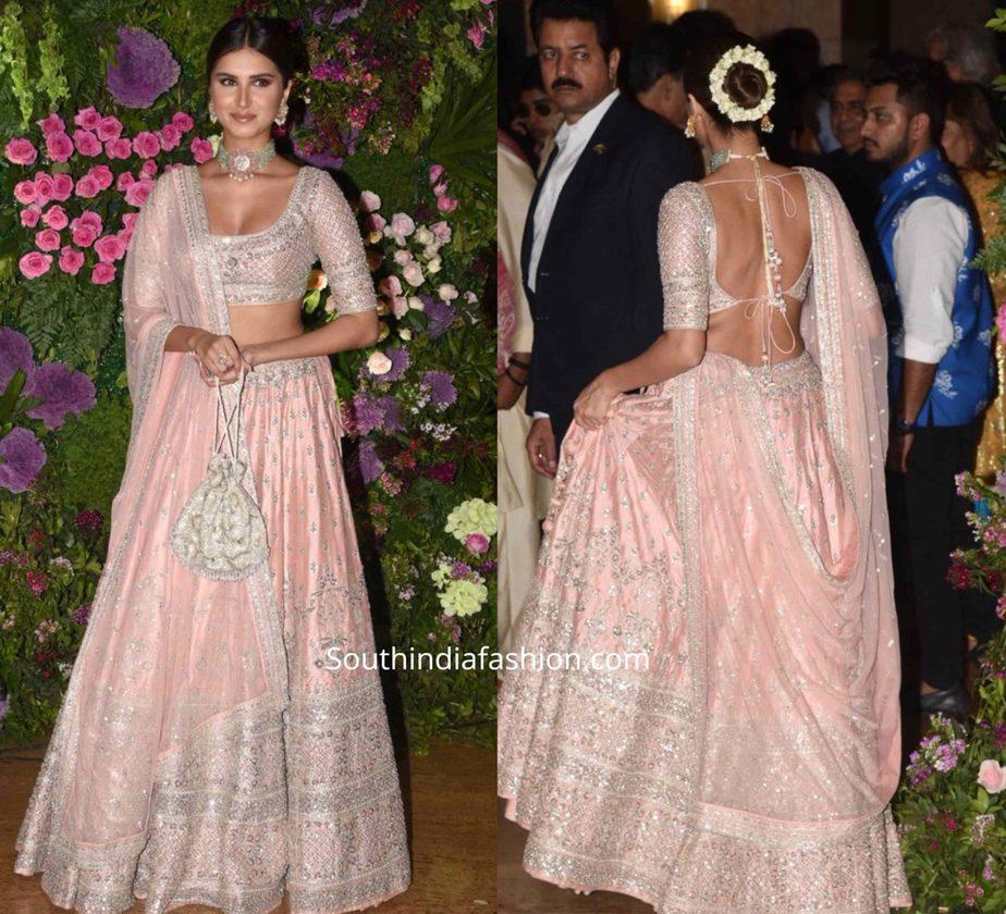 tara sutaria in pink lehenga at armaan jaij wedding (1)