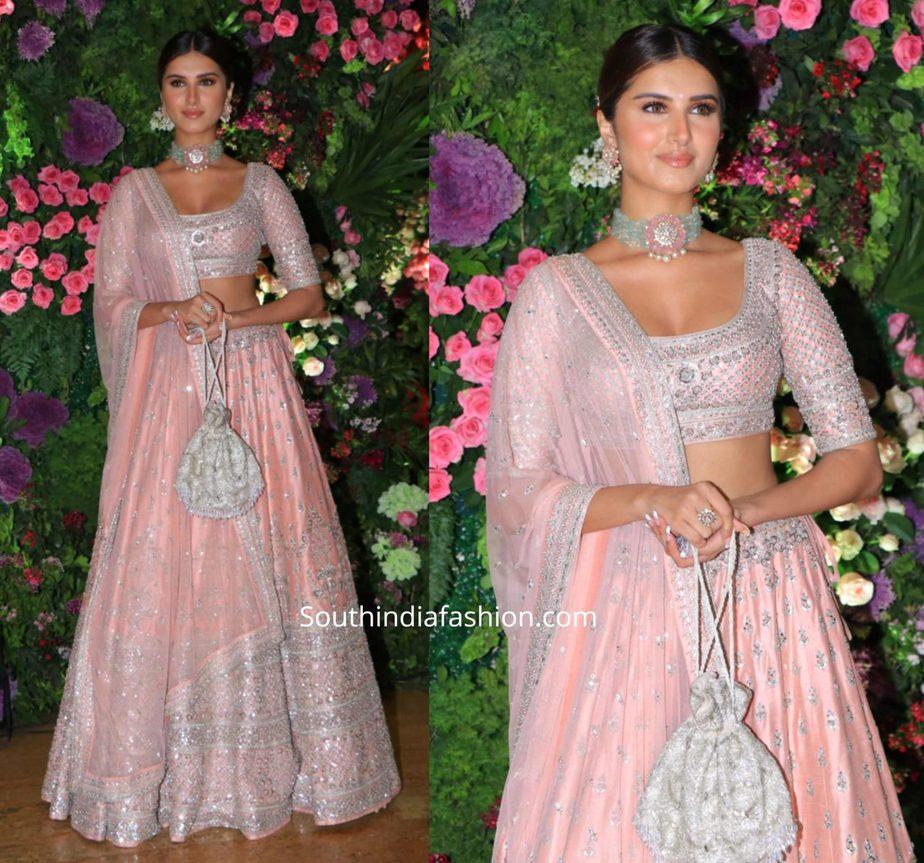 tara sutaria in pink lehenga at armaan jaij wedding (4)