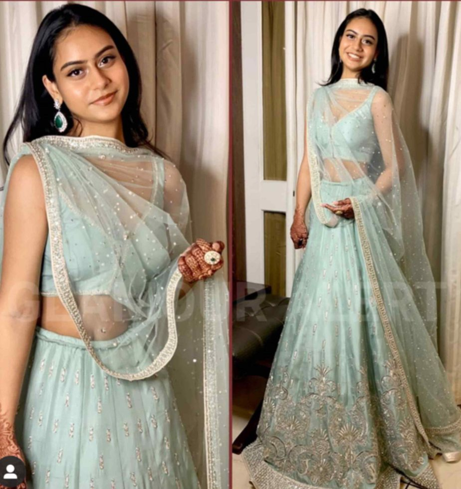 kajol daughter nysa devgan in blue lehenga at a wedding