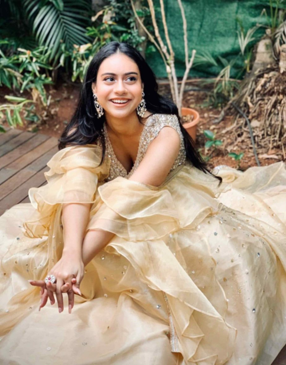 kajol daughter nysa devgan in cream color lehenga (1)