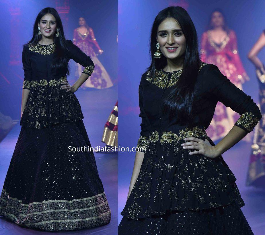 pankhuri in black lehenga and peplum blouse by vikram phadnis at beti fashion show