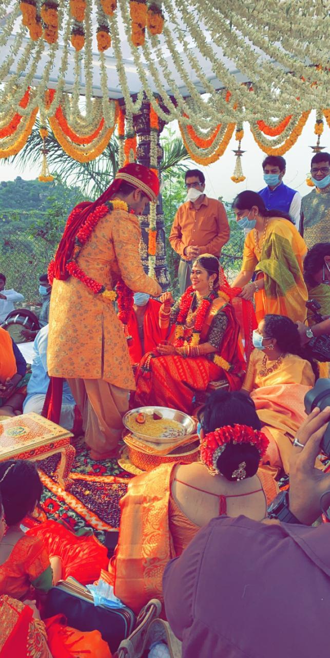 hero nikhil and pallavi varma wedding marriage photos (9)