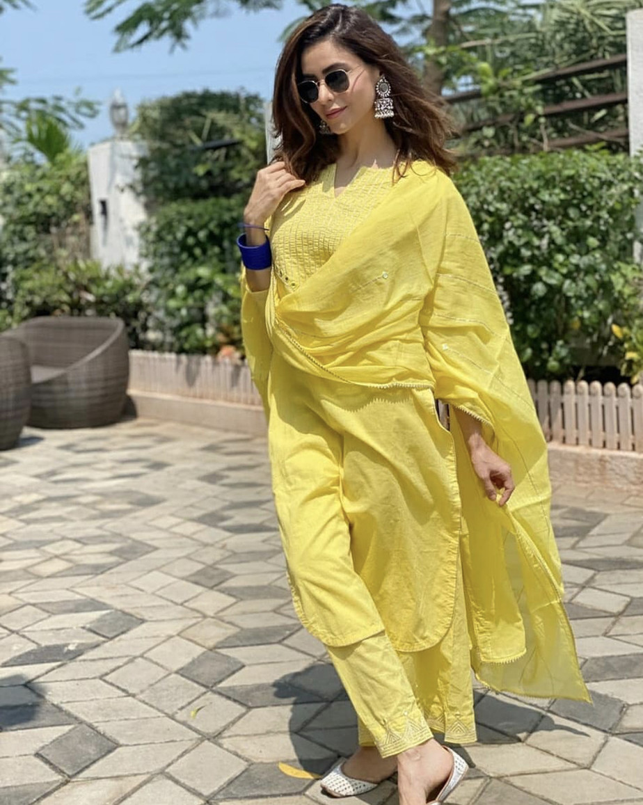 Amna in yellow suit