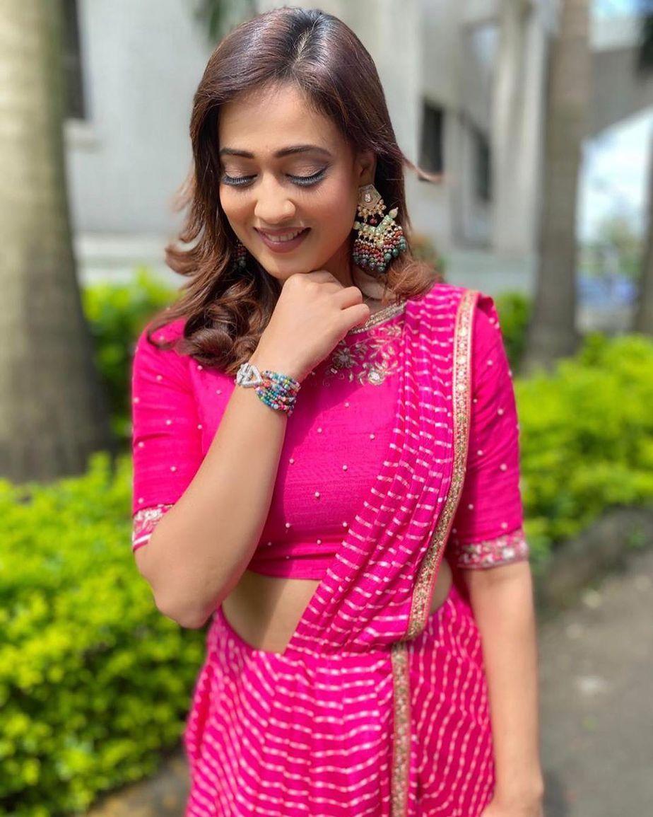 Shweta Tiwari Turning Heads In A Pink Fuchsia Pre Draped Saree