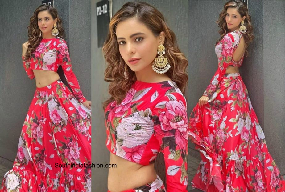 aamna-sharif-in-bright-pink-floral-lahenga-scaled
