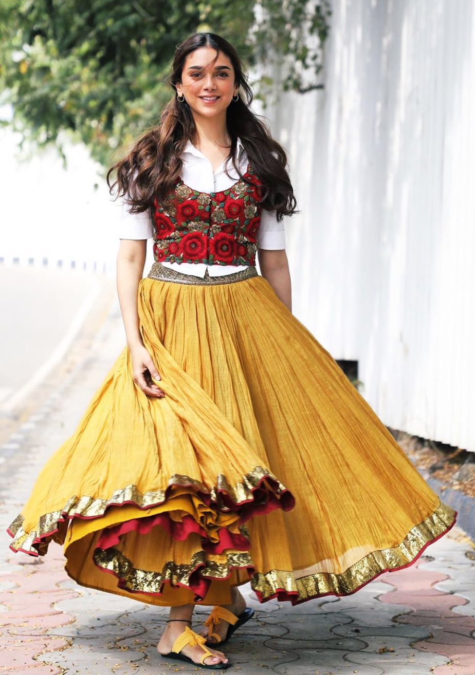 aditi rao hydari costumes v movie