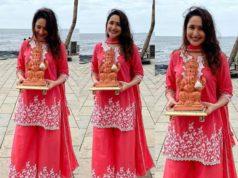 pragya jaiswal ganesh visarjan pink palazzo suit