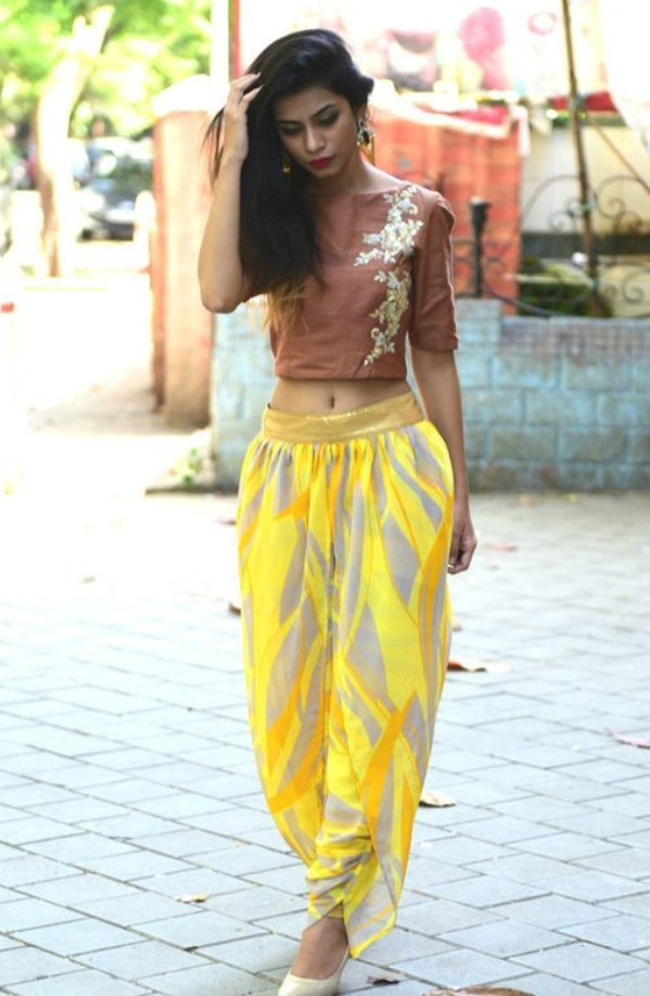 actress in crop top dhoti (1)