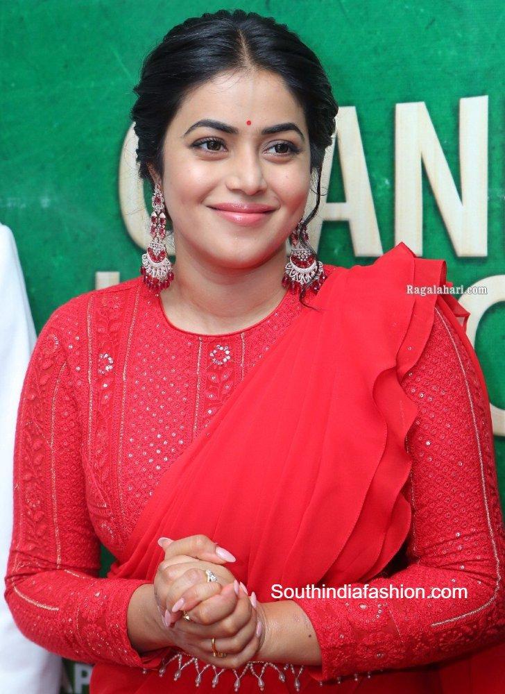 actress poorna in red ruffle saree (3)
