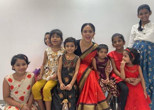 amruta khanvilkar celebrating navratri 2020