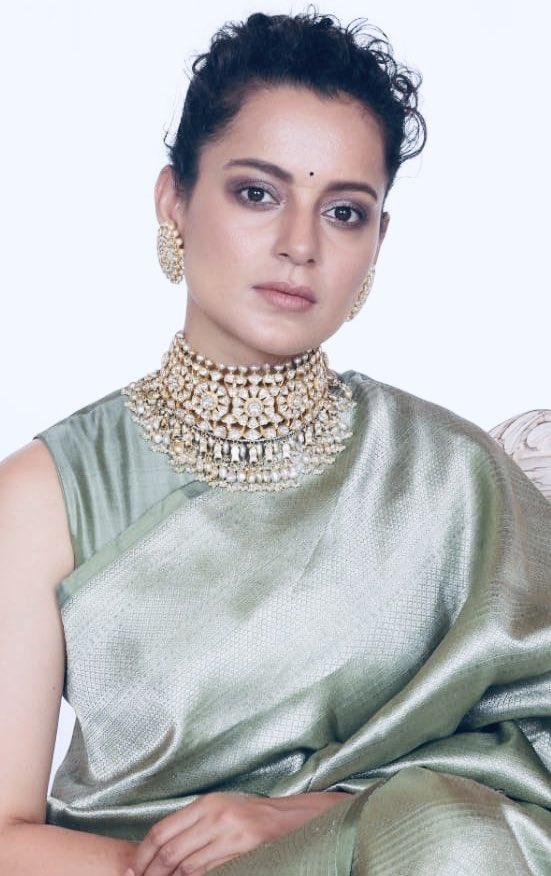 kangana ranaut green saree at her brother badai (2)