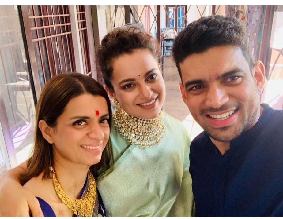 kangana ranaut green saree at her brother pre wedding function (2)