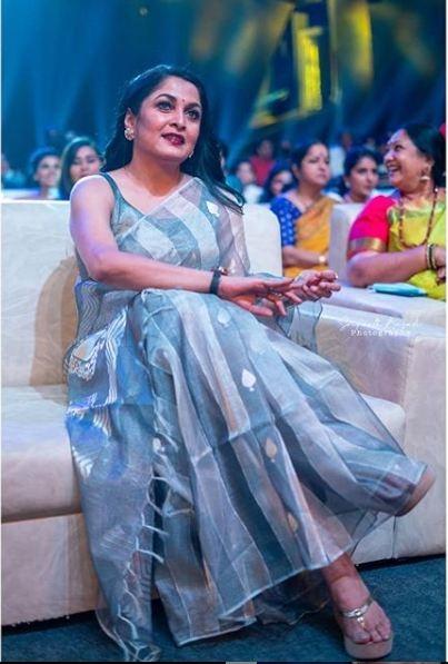 ramya krishnan in grey saree 2