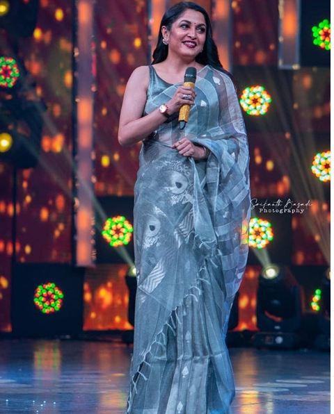 ramya krishnan in grey saree 3
