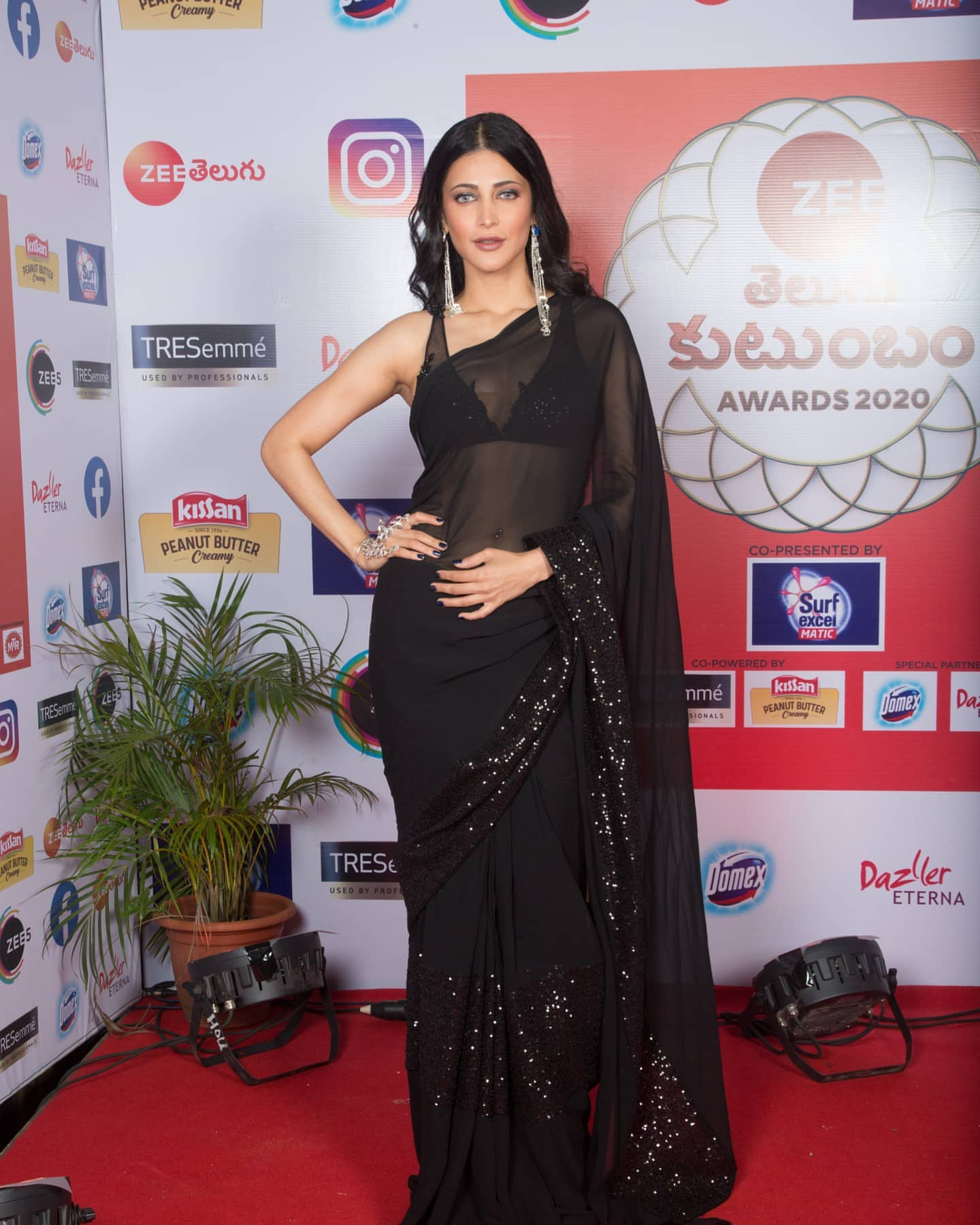 shruti haasan in black saree (2)
