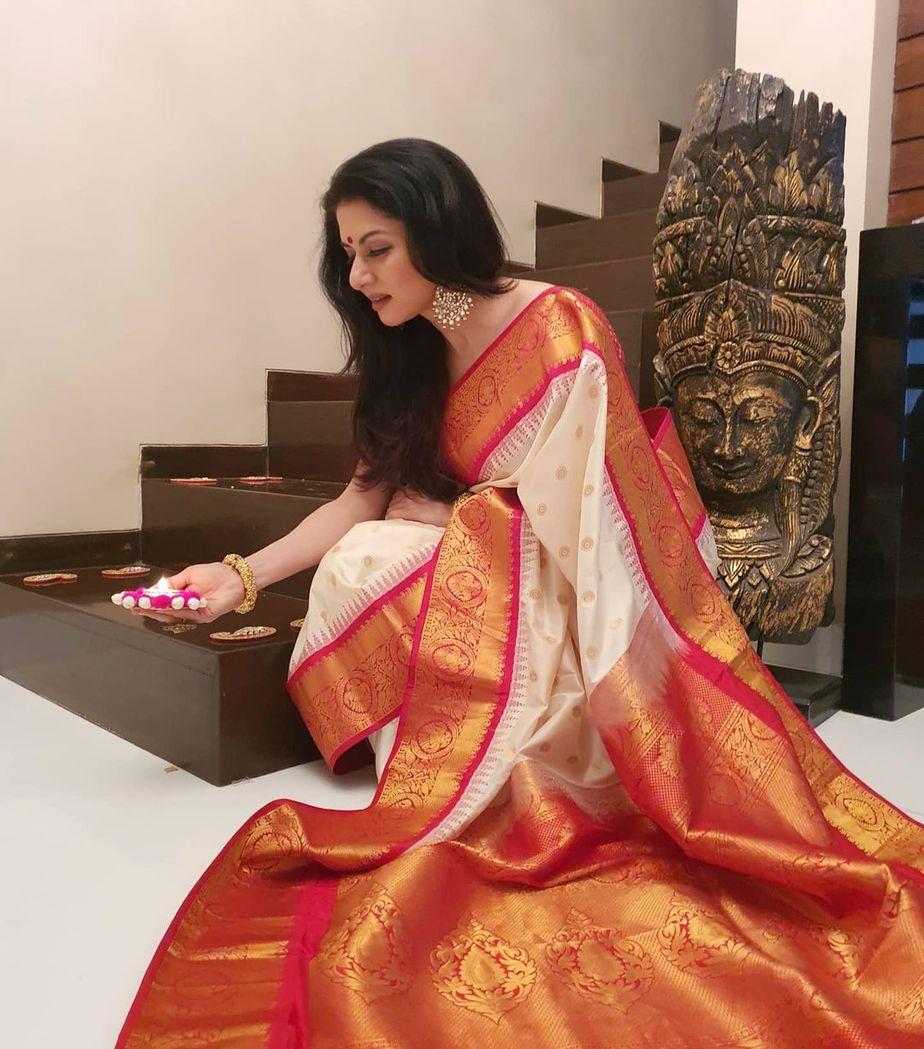 Bhagyasree in white pattu saree by vasireddy's 1