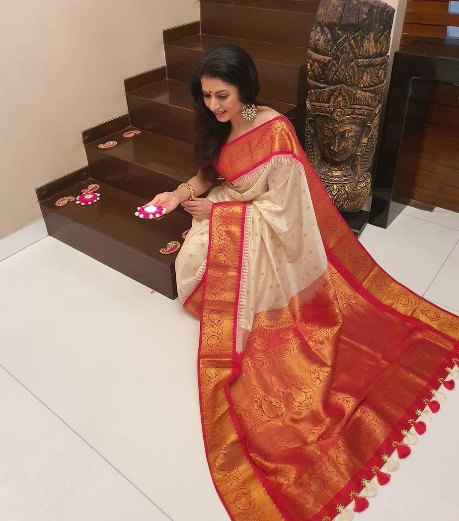 Bhagyasree in white pattu saree by vasireddy's 4