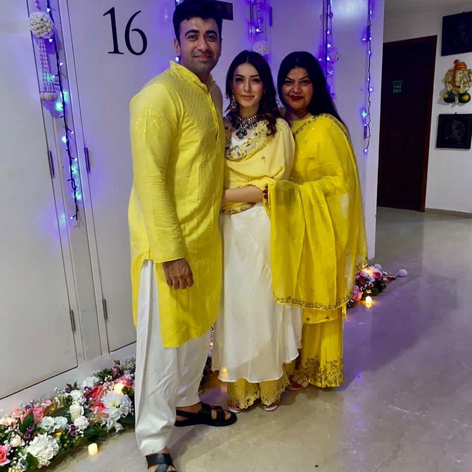 hansika in cream kurta set by Vves for diwali1