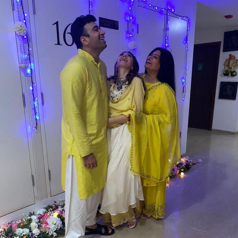 hansika in cream kurta set by Vves for diwali2