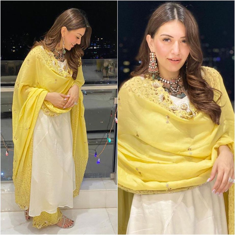 hansika in cream kurta set by Vves for diwali3