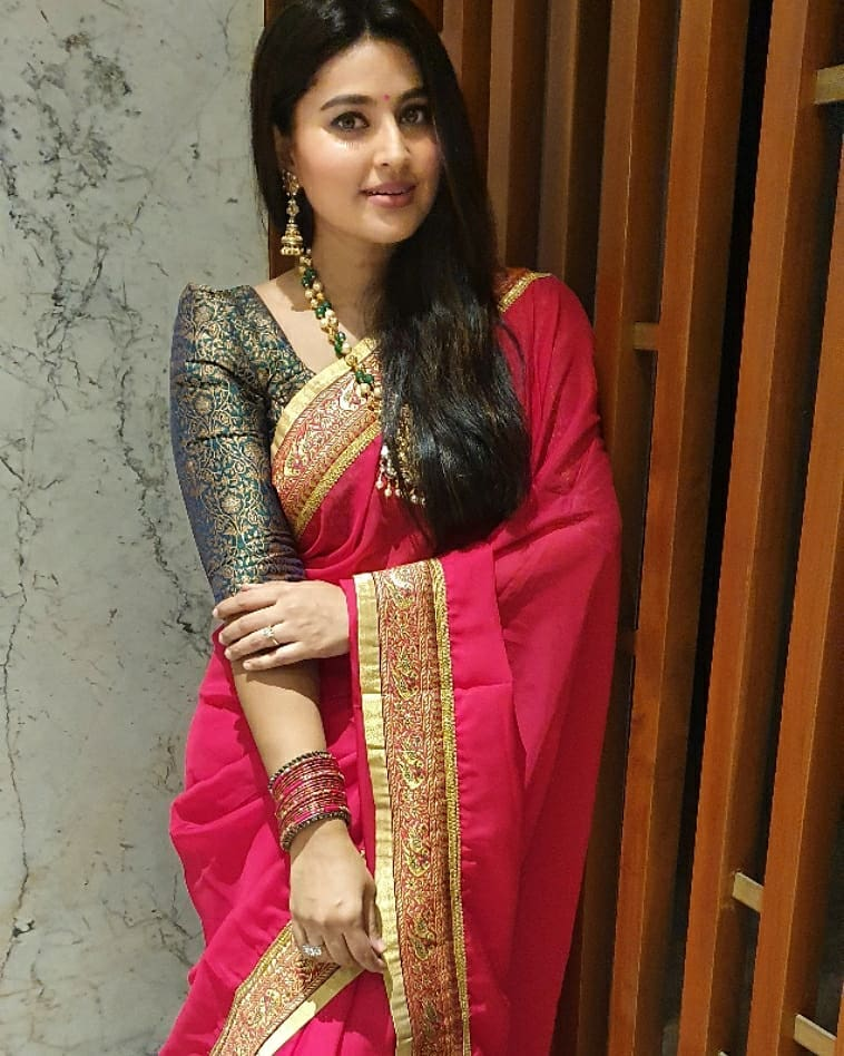 Actress Sneha in a red saree and balck blouse by geethu haut couture3