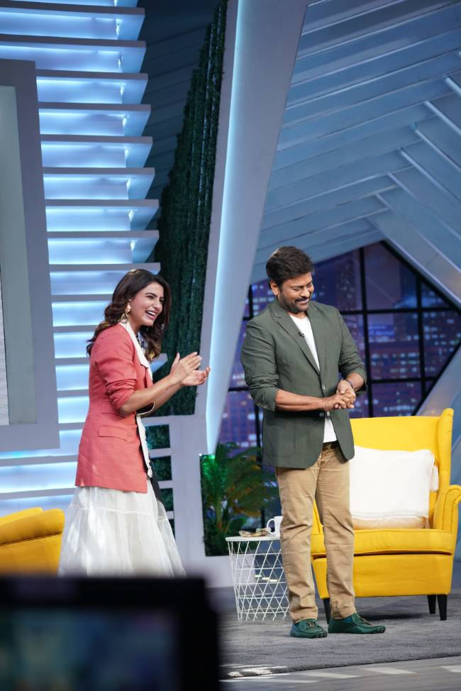 samantha in a double colour waist coat and white dress by aroka for sam jam episode 4