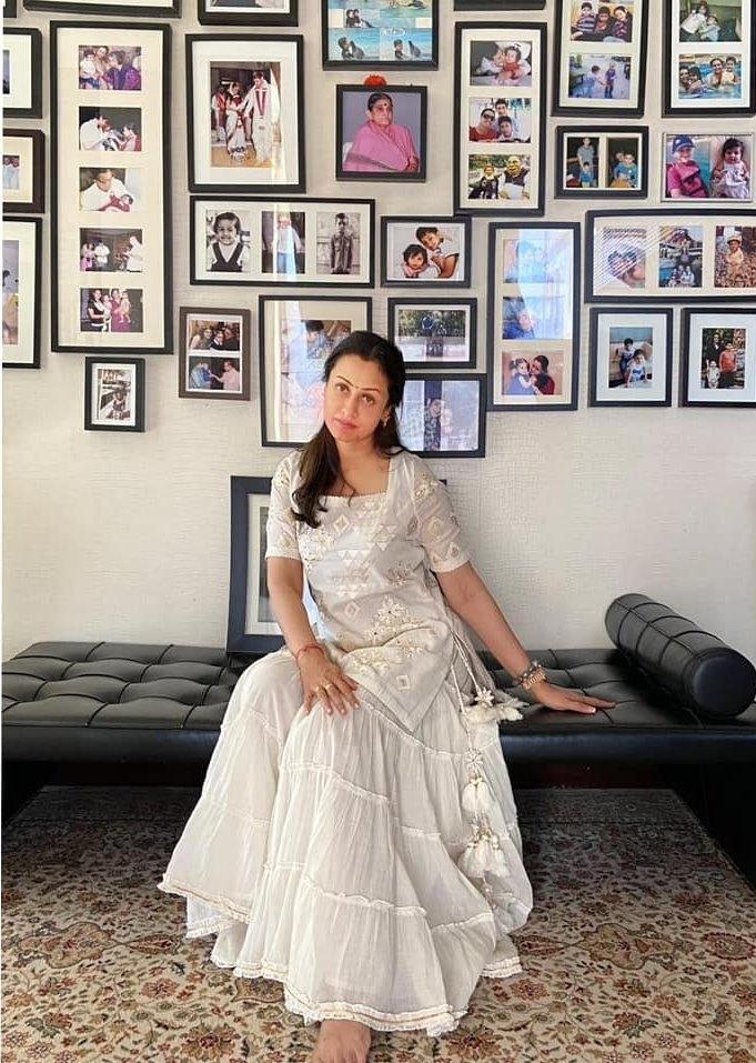 Namrata Shirodhkar in off white sukriti akriti kurta set 2