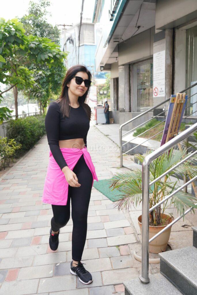 Raashi Khanna's Gym looks 8